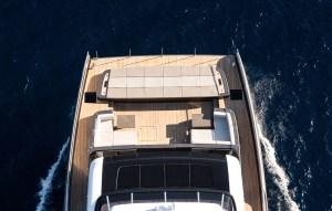 Altra prua di catamarano allestita per la fruibilità degli ospiti