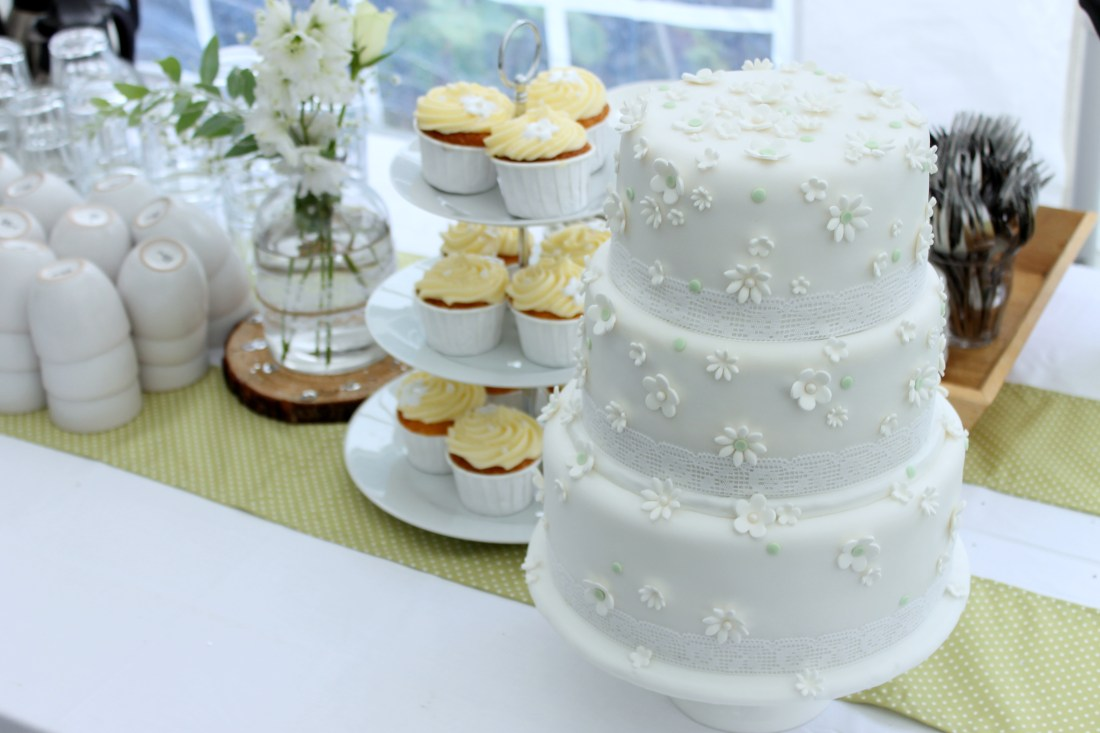 Tips For Making Your Own Wedding Cake