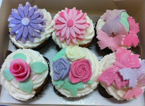 buttercream topped cakes
