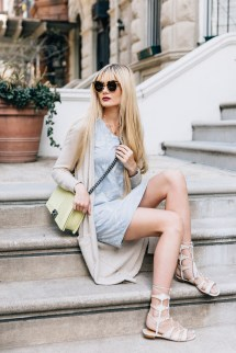 White Stoop - Barefoot Blonde Amber Fillerup Clark