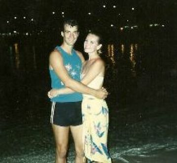 Gordon and Julie Waikiki Beach 1986_small