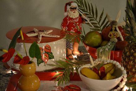 Hawaiian santa with vintage_small
