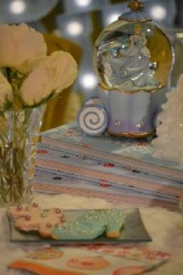 cindy snowglobe cookies and roses_small