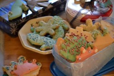 edible cookies in tins for Christmas_small