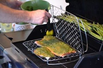 Gordon adding the pesto to the salmon_small