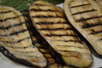 set aside the grilled eggplant on papertowels to cool_small