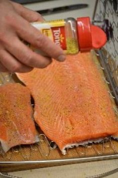 lemon pepper on the salmon 2_small