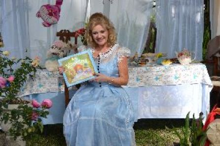 Lets read A;lice in Wonderland_small