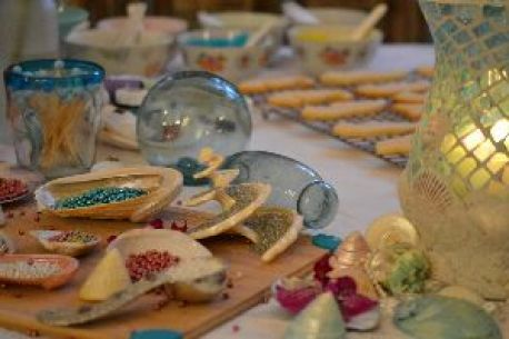beautiful table of cookie adornments_small