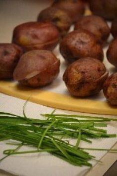 baked red potatoes and chives 2_small