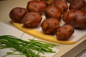 baked red potatoes and chives_small