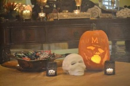 Halloween trick or treat table_small