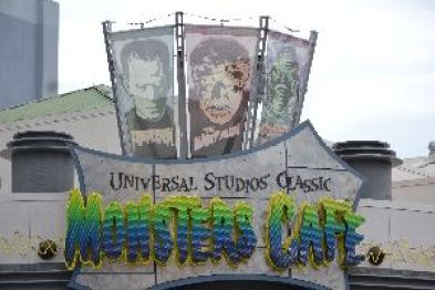 Universal Studios Classic Monsters Cafe_small