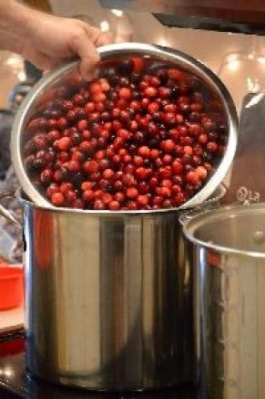 pouring-cranberries-into-pot_small