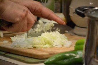110 Gordon chopping a Vidalia onion_small