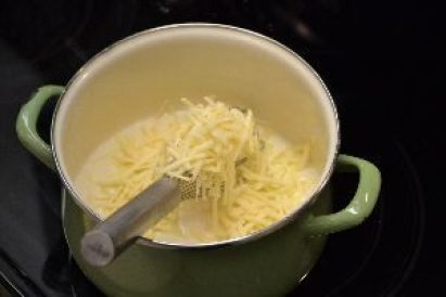 15 grated cheese in the pot_small