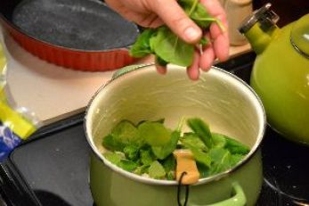 27 adding your fresh spinach leaves_small