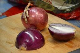 4 red onions_small