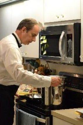 Gordon cooking our Tuxedo Pasta_small