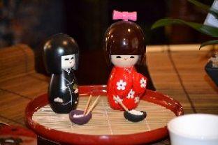 Kokeshi_dolls_small