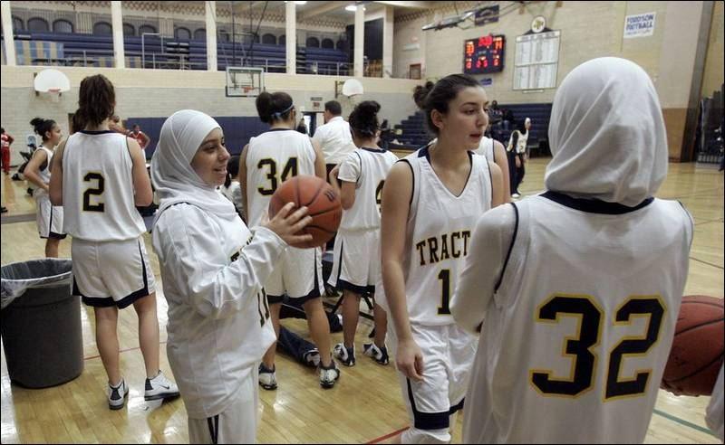 More-Muslim-girls-play-sports-while-wearing-scarf-long-pants
