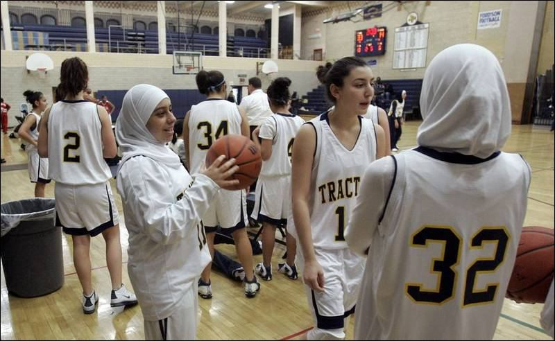 More-Muslim-girls-play-sports-while-wearing-scarf-long-pants