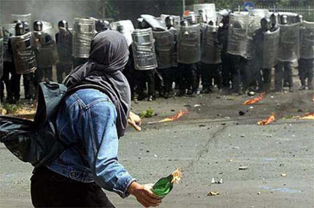 Muslims-riot-France