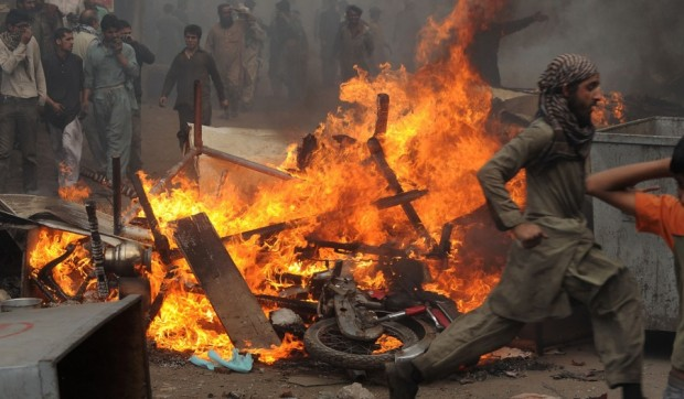 Pakistani-mob-G-620x362-1