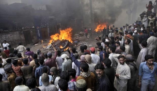 Pakistani-mob3-620x362