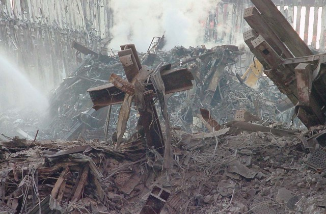 World-Trade-Center-9-11-cross-11-640x420