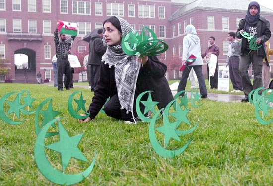 Minnesotata Muslim students desecrating lawn of public school with Islamic crescents