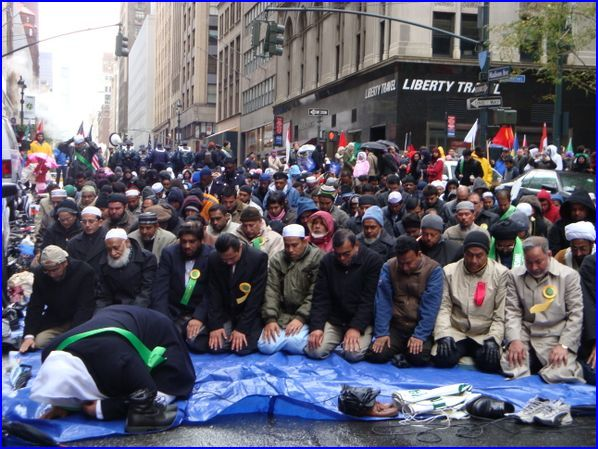muslims-pray-in-nyc