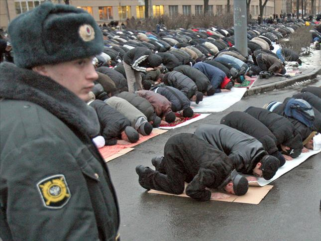 Same crap, different day. Muslim headbangers foul the streets of Russia, too