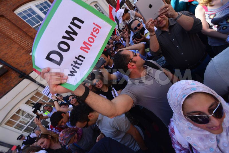 1372621324-uk-egyptians-show-solidarity-at-antimorsi-protest-london_2210929