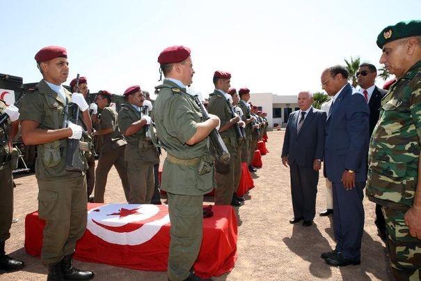 630590_le-president-tunisien-moncef-marzouki-devant-les-cercueils-de-soldats-tues-le-30-juillet-2013-a-kasserine