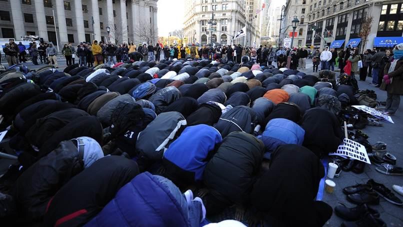 111118_muslimsprotest.grid-10x2