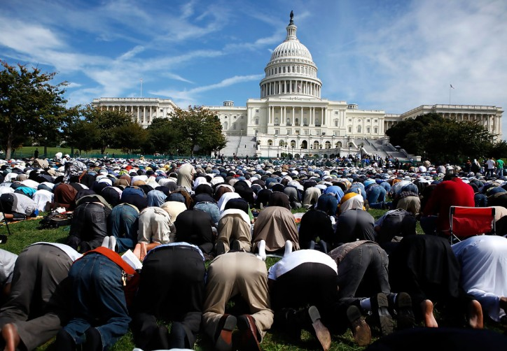 Muslims+Hold+Day+Prayer+Capitol+Hill+NXTobTKsYGax-e1377155995218