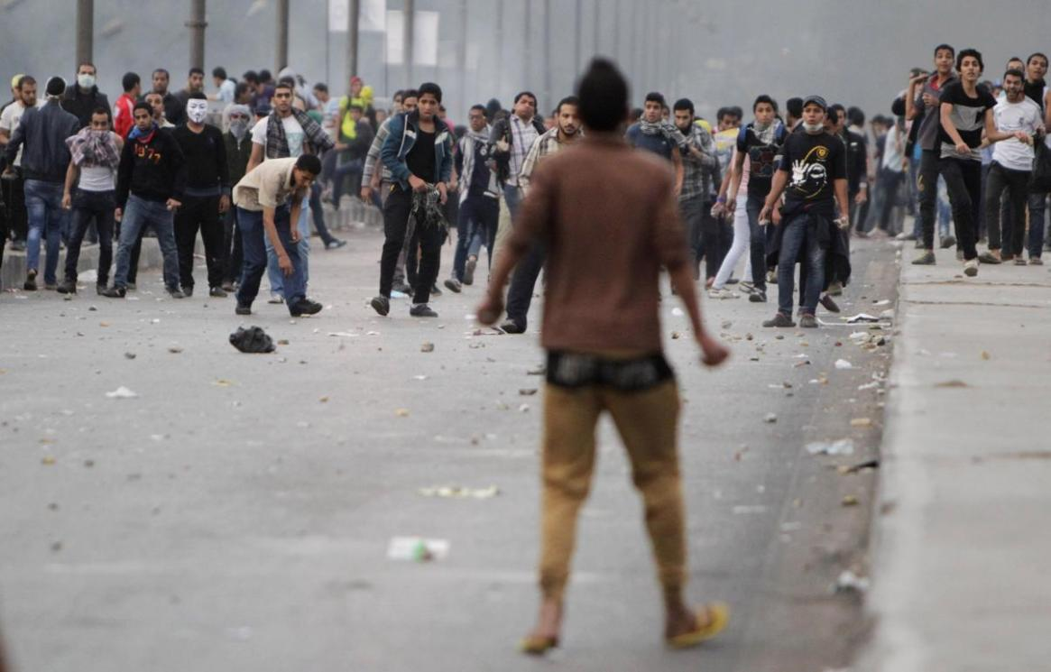 Pro-Morsi protesters throw stones at opponents
