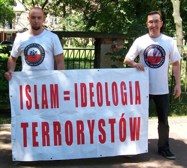 Polaco-Defensa-League-anti-Islam-banner