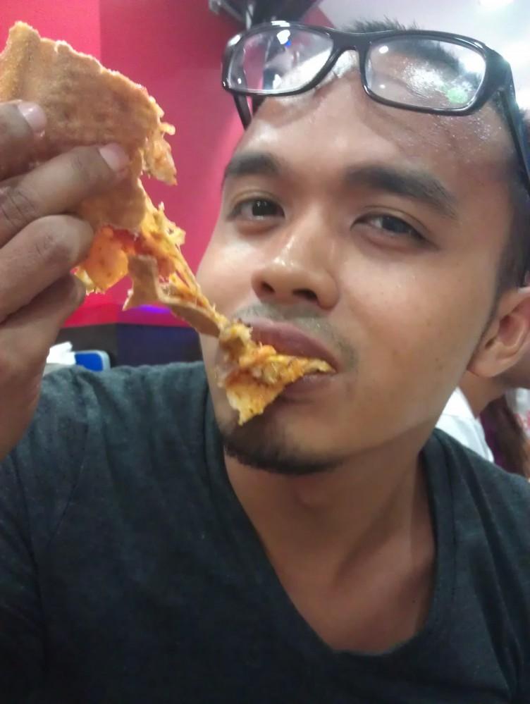 YUM YUM! Love my halal pizza