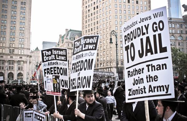 Signos Disgusting en una manifestación contra la IDF ion Nueva York