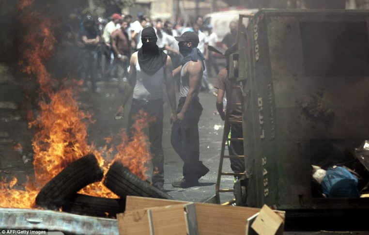 1406303127008_wps_4_Palestinians_stand_behind