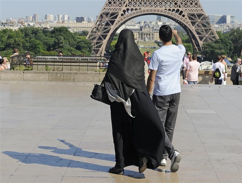 61348-france-burqas