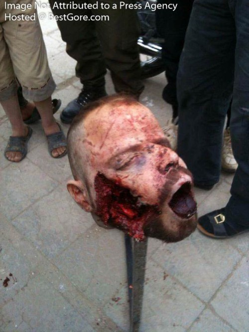 syria-army-soldier-executed-in-idlib-06-500x666