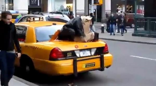 muslim-praying-on-cab