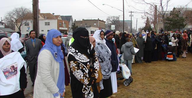 Somali Muslims queue up to get free rental housing