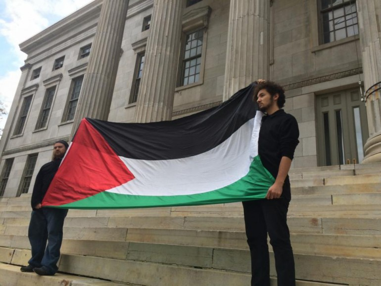 Tow Muslims holding the Hamas flag