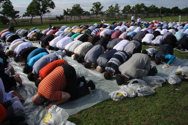 Why are Muslims allowed to lift their asses to Allah at Midland Beach, a public beach in Staten Island?