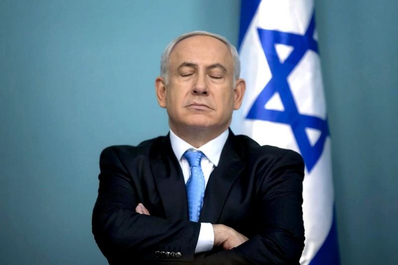 Israeli Prime Minister Benjamin Netanyahu at a crossroad