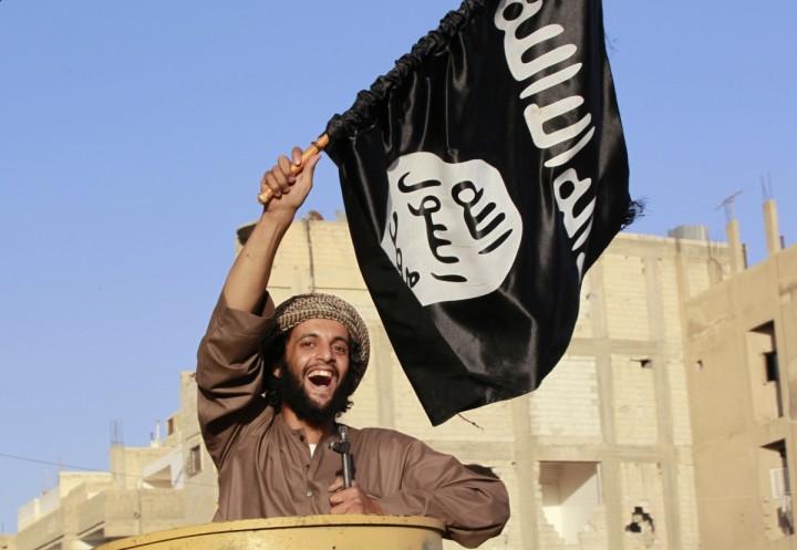 british-musulmán-caza-votos-elevador-negro-flag-islam-sobre-derribo-street-buckingham-palacio